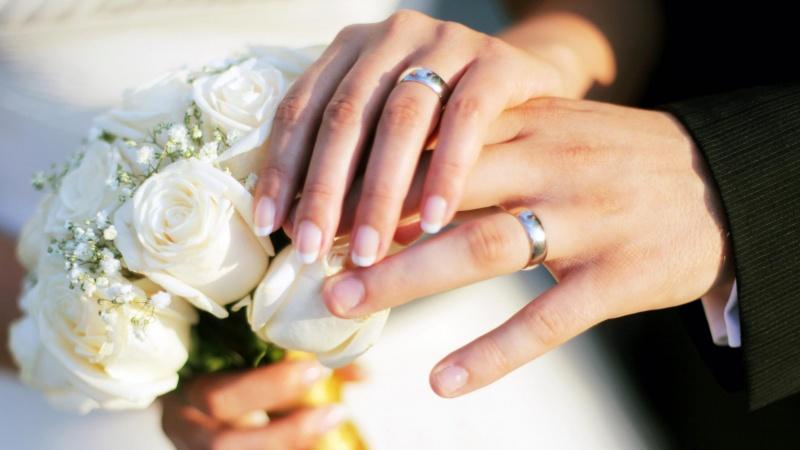 حلقه عروسی و دسته گل عروس ملل